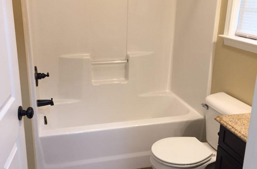 Dunlap Properties 116 Pecan Dr - Bathroom